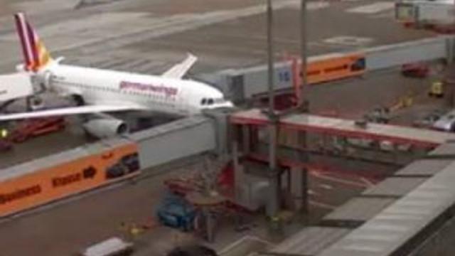 Bomba ihbarı yapıldı polis yanlış uçağı aradı !