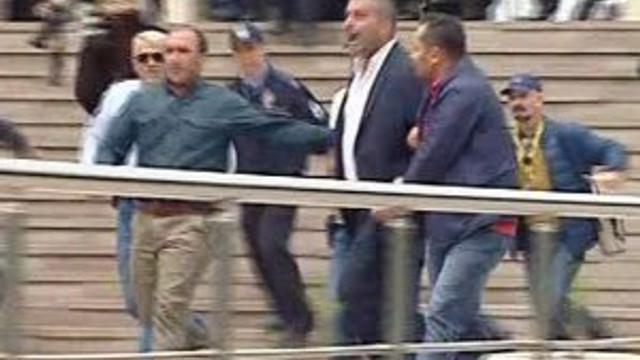 Şehit cenazesinde CHP'li vekil protesto edildi !