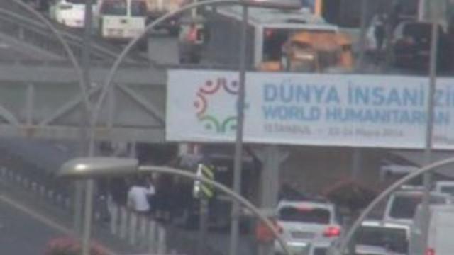 İstanbul'da büyük kaza ! Trafik felç oldu