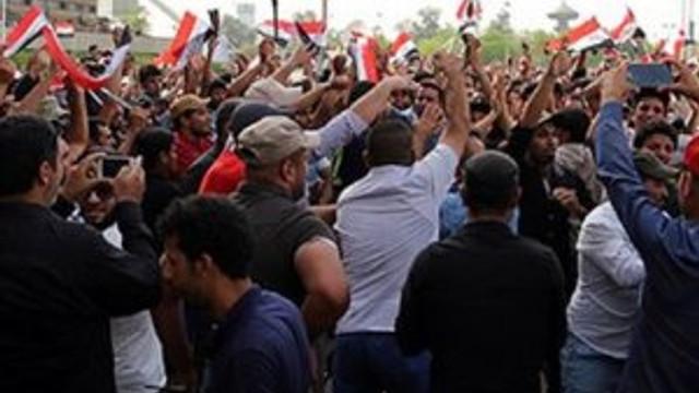Irak'ta göstericiler parlamento binasını bastı