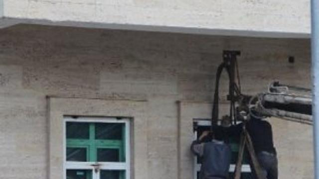 Valilik binasına kurşun geçirmez cam