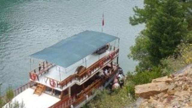 Turistleri taşıyan cip göle düştü: 6 yaralı 4 kayıp