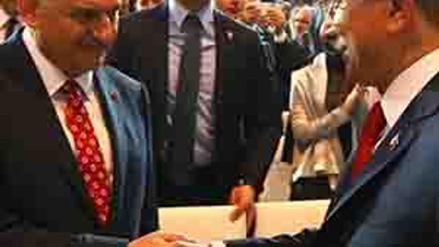 AK Parti'de 'Davutoğlu' yasağı