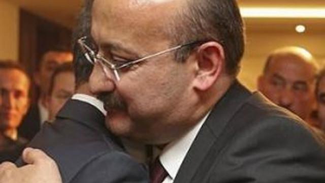 Yalçın Akdoğan görevi devretti