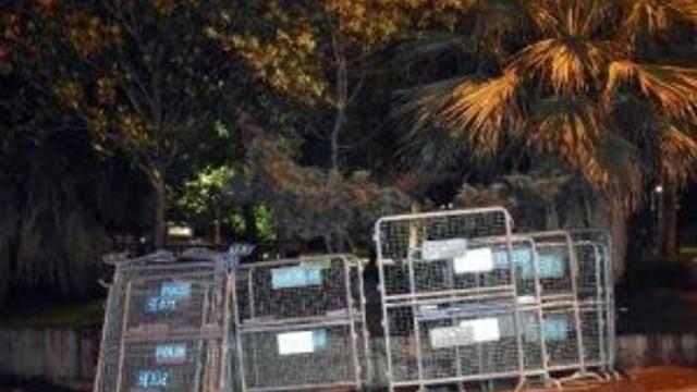 Gezi Parkı'na polis bariyerleri getirildi