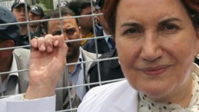 Meral Akşener'in eşi evi terk etti mi ?