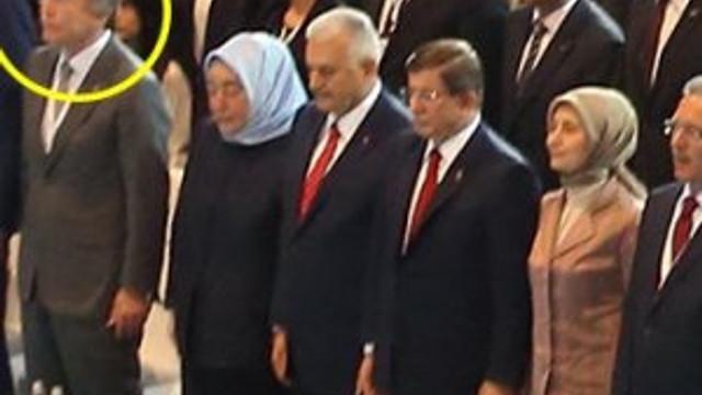Erdoğan'ı neden ayakta dinlediler ?