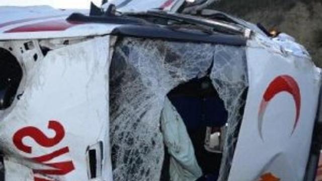 Ambulans takla attı: Ölü ve yaralılar var...