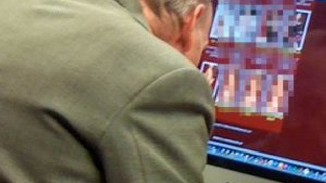 İş yerinde pornografik film izlerken...