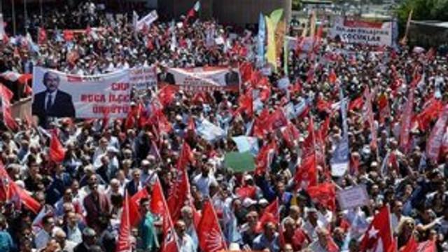 Binlerce CHP'li parti genel merkezinde
