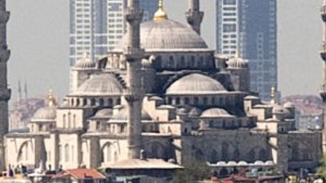 Erdoğan'ın küstüğü müteahhit Bilal Erdoğan'la temel attı