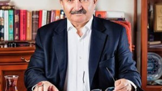 Eski Bakan Namık Kemal Zeybek'ten namaz açıklaması