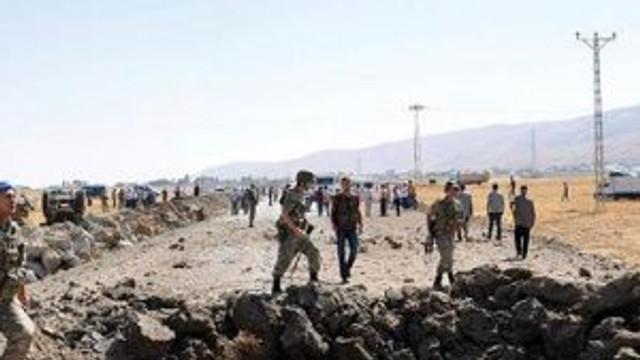 Hakkari'de bombalı tuzak: 3 asker yaralı