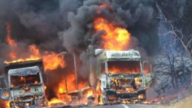 İran plakalı 5 TIR PKK tarafından yakıldı