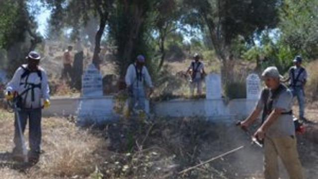 Mezarlıklarda bayram mesaisi