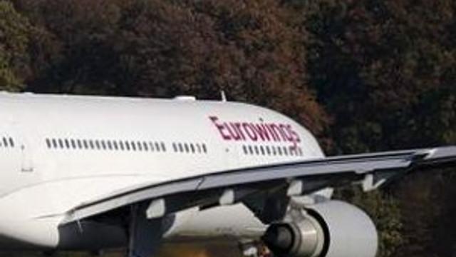 Pilot yolcuları havalimanında unuttu
