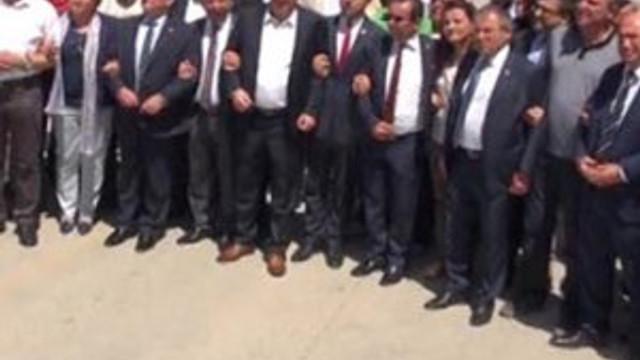 CHP'li 24 vekil o müdürü protesto etti