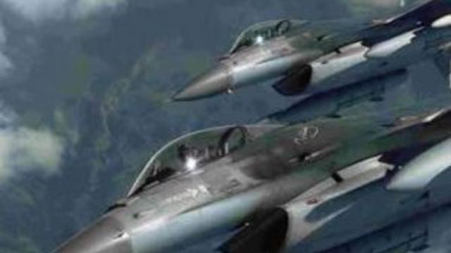 Savaş uçakları havalandı, patlama sesleri geliyor...
