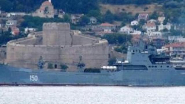 Rus savaş gemisi Boğaz'dan geçti !