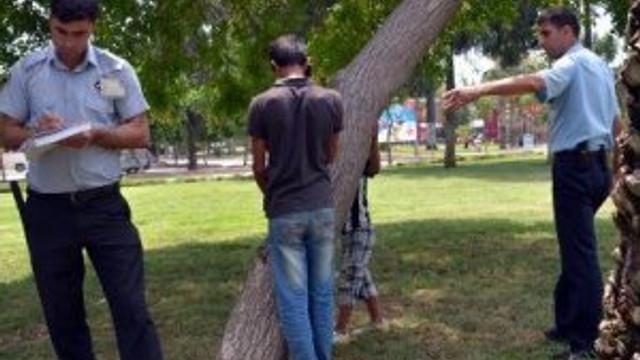 Dilenmeyen Kardeşini Ağaca Bağlayıp Dövdü