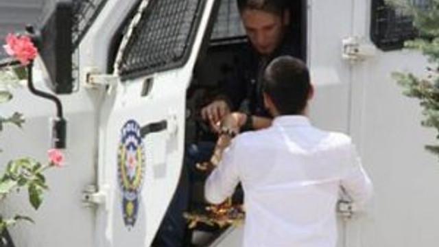 HDP'liler polisle bayramlaştı !