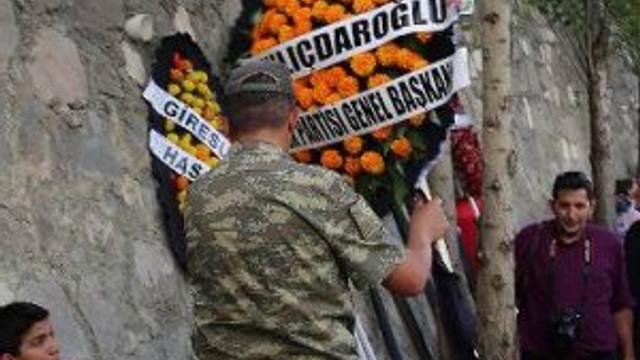 Kılıçdaroğlu'nun çelenkteki ismini yırttılar