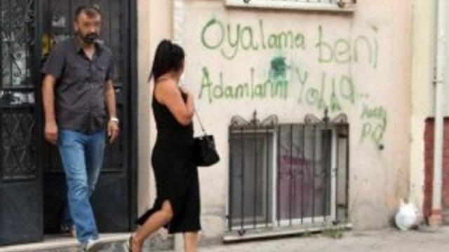 Fuhuş evinde dikkat çeken duvar yazısı