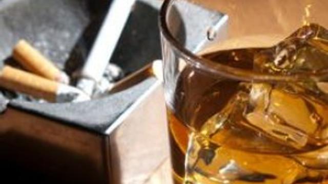 Alkol ve sigara gözleri bitiriyor