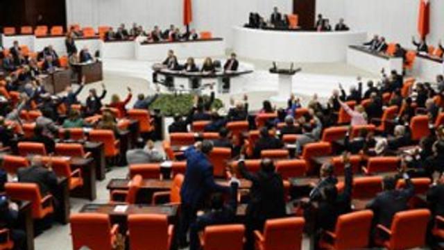Meclis'te 'Acil serviste kız bakma' tartışması