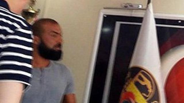 Baltayla belediye başkanının odasını bastı !