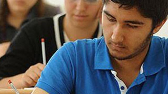 Üniversite sınavında skandal !