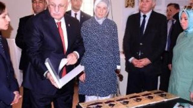 ''Atatürk var, Erdoğan neden yok ?''