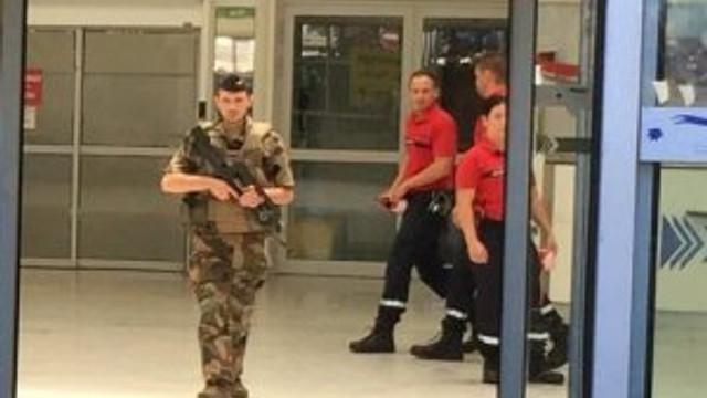 Nice havalimanı boşaltıldı
