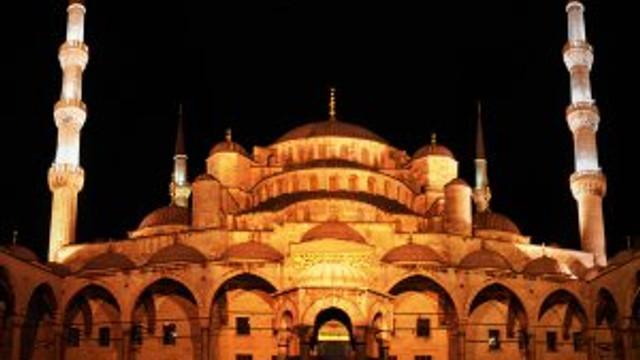 Tüm Türkiye'de camilerden sela ve ezan sesleri yükseliyor !