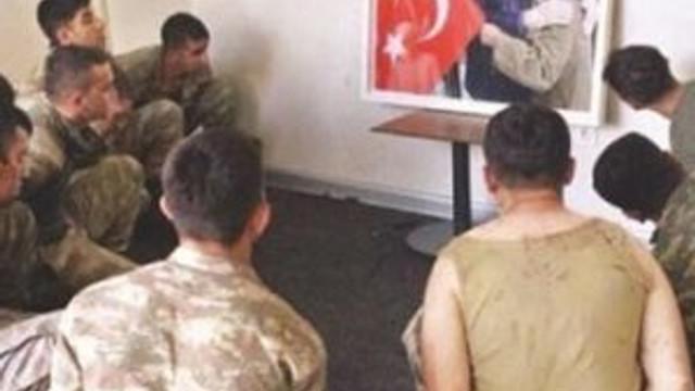 Darbeci askerlere Erdoğan'ın fotoğrafını gösterdiler
