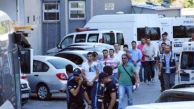 İzmir'de 100 asker serbest bırakıldı