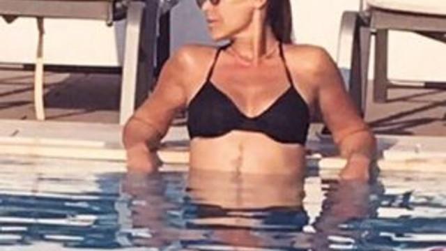 Bikinili Hülya Avşar dudak ısırttı
