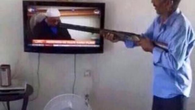 Televizyonda Fethullah Gülen'i görünce ateş etti