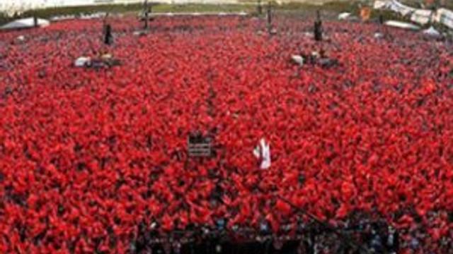 100 milyon TL'lik bayrak satıldı
