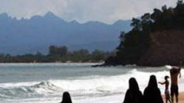 Plajda tesettür mayosu yasaklandı