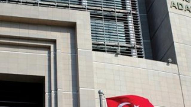 İSTANBUL'DA ADLİYELERE DEV OPERASYON