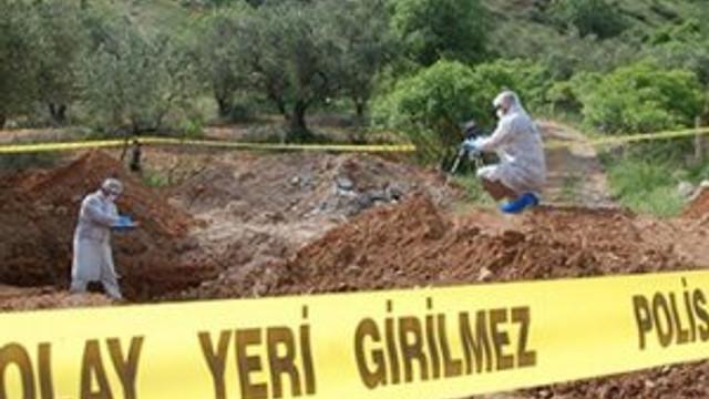 Üniversiteli kız bebeğini babasının mezarına gömdü !