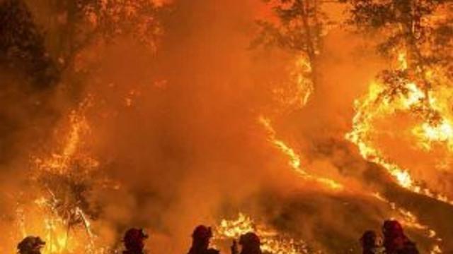 Yangın 82 bin kişiyi evinden etti
