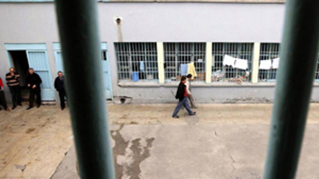 Cezaevine FETÖ baskını: Çok sayıda gözaltı var