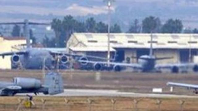 İncirlik'ten uçaklardan biri iniyor biri kalkıyor