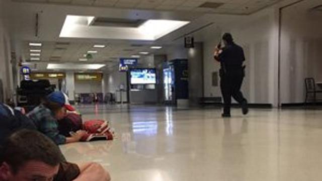 Havalimanında silahlı saldırı paniği !