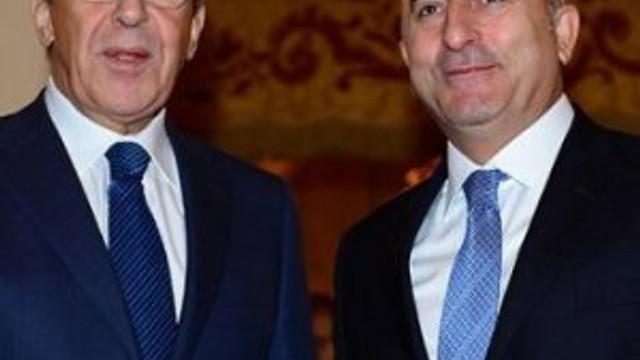 Çavuşoğlu, Lavrov ile Fırat Kalkanı'nı görüştü