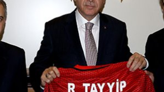Cumhurbaşkanı Erdoğan'a hediye edilen formanın numarası şaşırttı