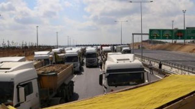 Kamyon sürücüleri, 3. köprü yolunu trafiğe kapattı