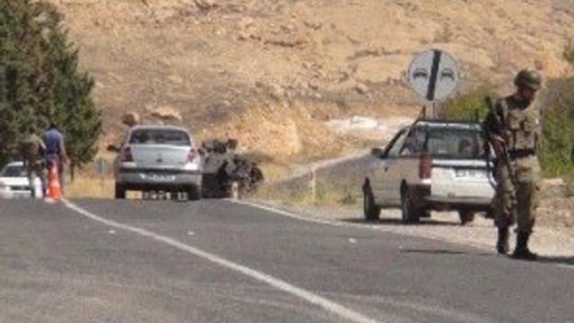 PKK'lılar yol kesip araçları taradı